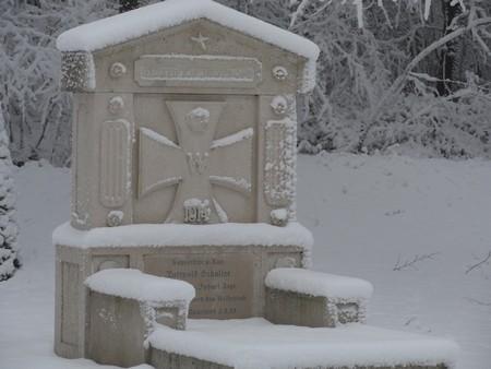 stele-lion-sous-la-neige-site